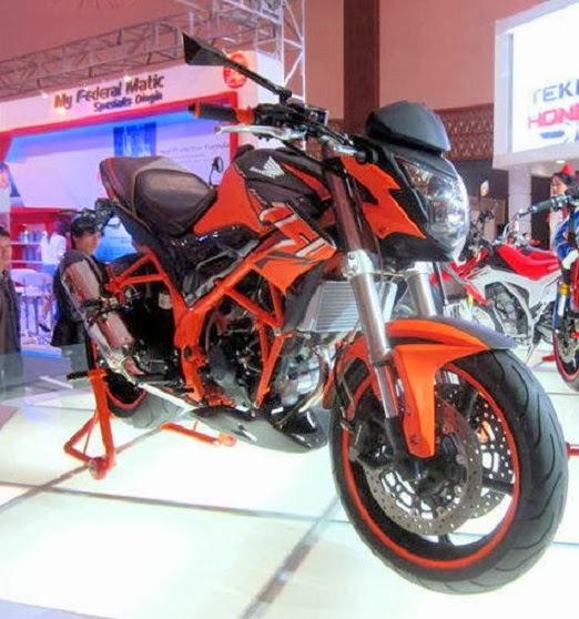 Honda CB150R Modifikasi Dengan Limbah Moge CBR600 title=