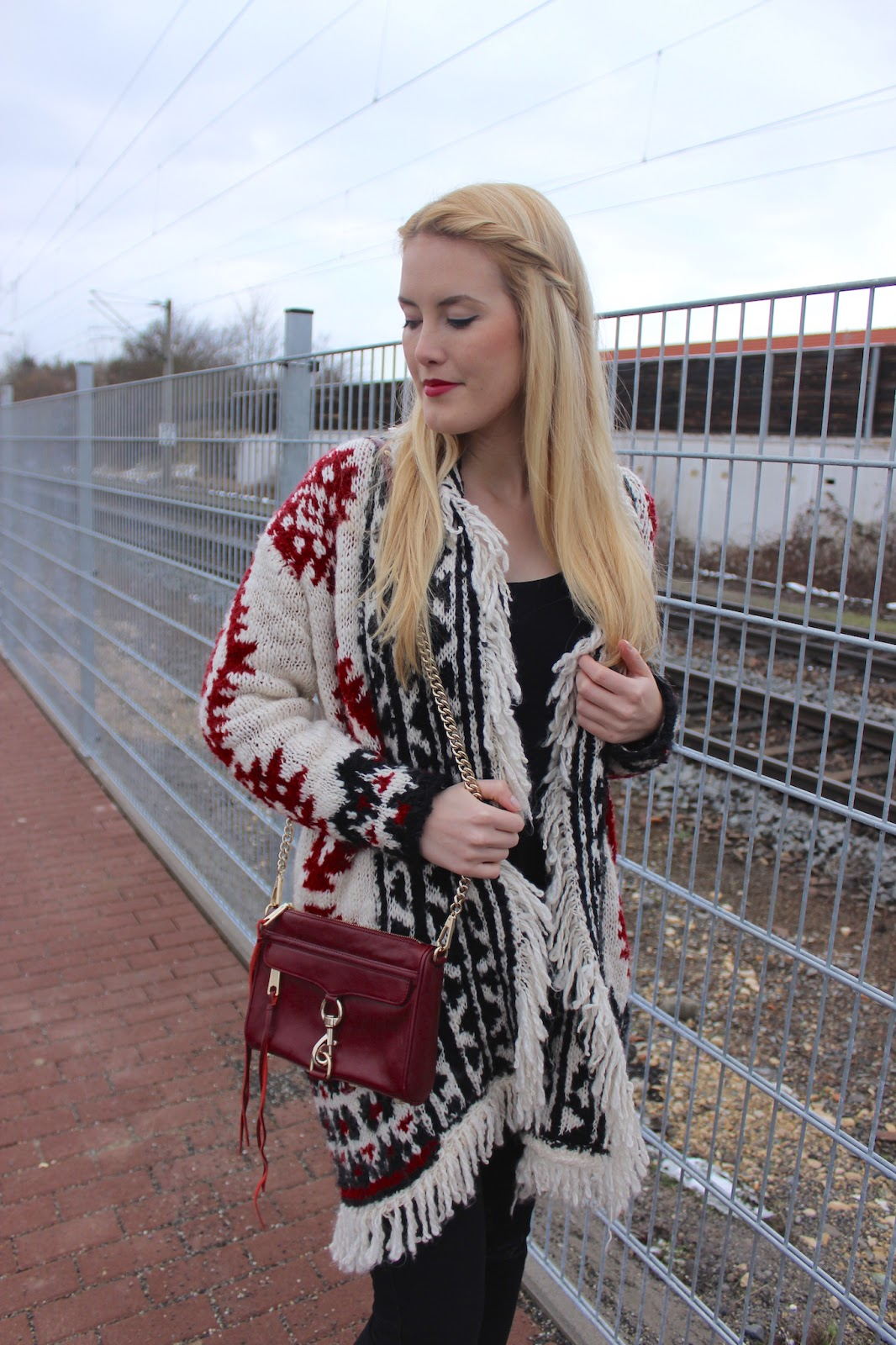 TheBlondeLion Outfit Isabel Marant Cardigan Strickcardigan Zara Ripped Jeans Rebecca Minkoff Mini Mac