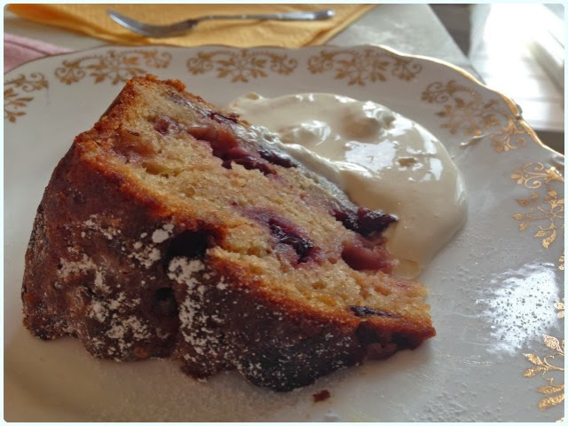 Thru the Lookin' Glass, Wheelton - Apple and Blueberry Cake