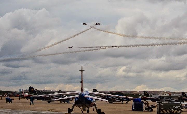 Cruce de 4 aviones Patrulla Aguila