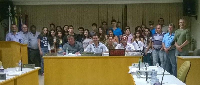 Aqui tem uma foto dos alunos do CCS na Câmara de Sertanópolis