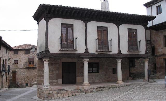 Foto de casa con soportales en Atienza