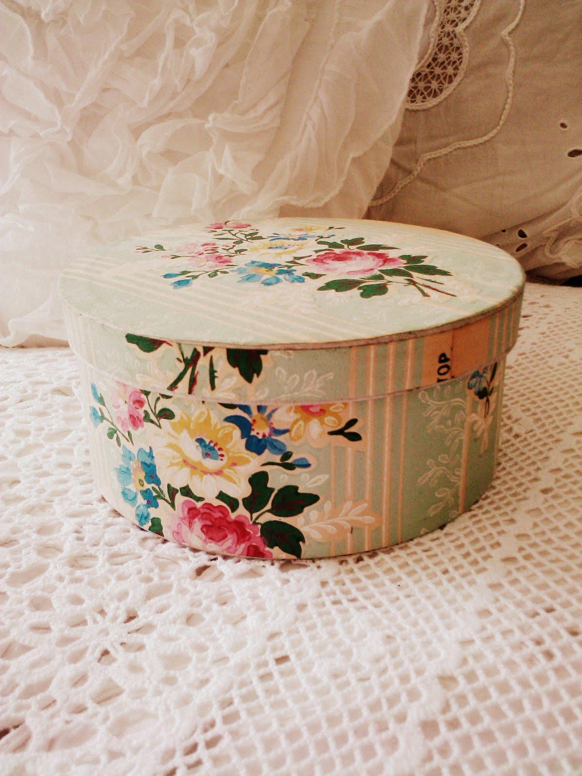 http://1.bp.blogspot.com/-OWxeOC1FzwI/TeTFH_kjfvI/AAAAAAAABWs/JpyPoXZtvAE/s1600/vintage+boxes+%2526+house+206.1+-+Copy+-+Copy.jpg