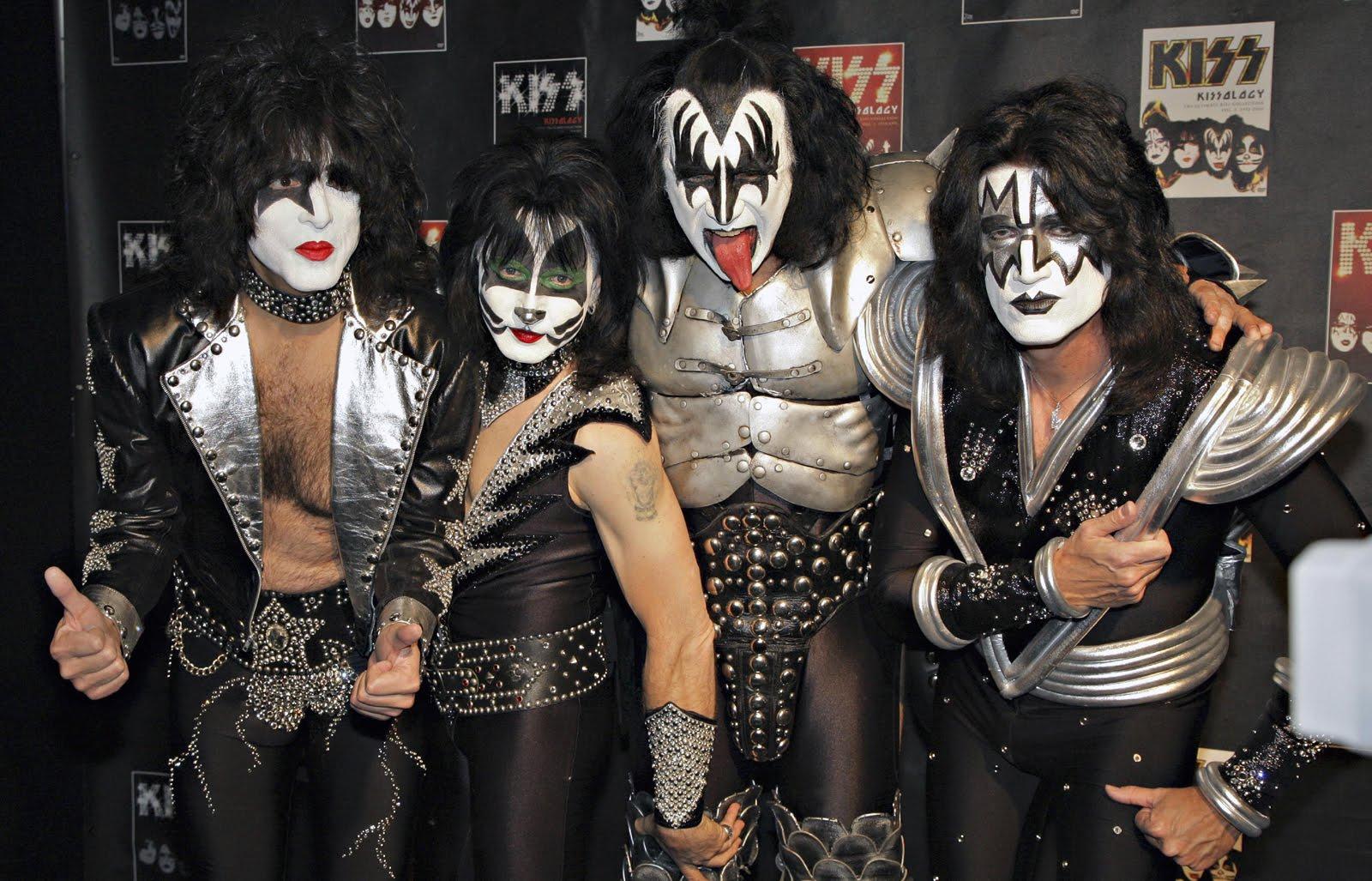 http://1.bp.blogspot.com/-OWzo0sJPff8/TscImJCLtAI/AAAAAAAAAWQ/oNQLACfJ-_Q/s1600/kiss-3-712137.jpg