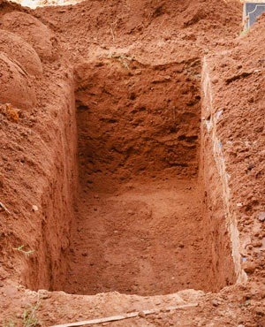 6 Fall Into Grave During Funeral