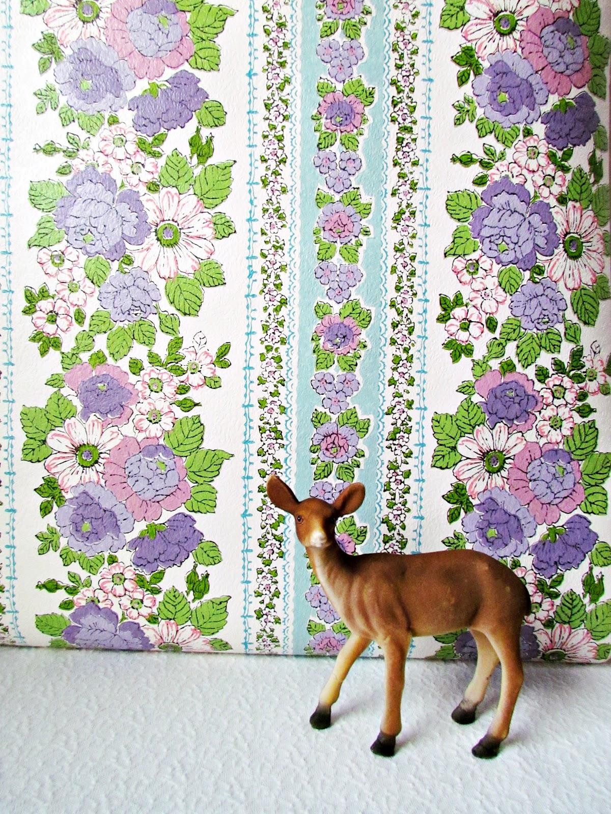http://1.bp.blogspot.com/-OXj6prvx_EY/Tzi2v7Qv17I/AAAAAAAADDQ/C4CiA55YgUc/s1600/Violet\'s%2BRoom%2BWallpaper%2B2.jpg