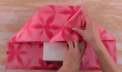 Gambar cara membungkus kado untuk pacar