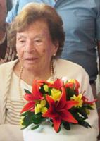 Son   104     años que nos brinda amor,       Mama Angélica