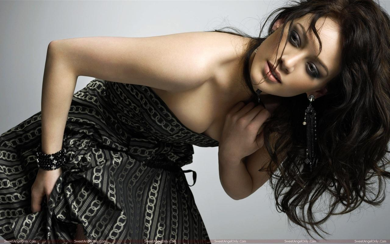 http://1.bp.blogspot.com/-OY3FvXH3t-Q/TVz5xtDkDCI/AAAAAAAAEbA/V05_qsG0DUA/s1600/hilary_duff_hot_wallpapers_sweetangelonly_01.jpg