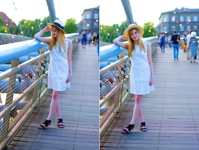 Kraków, koronkowa sukienka, moda, kapelusz słomkowy, czarne sandały