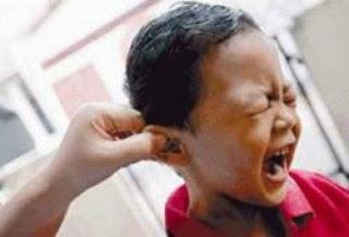 mendidik dengan telinga