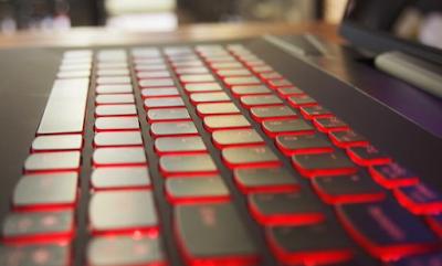 Backlit keyboardLenovo Y70 menyala