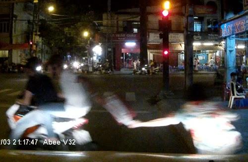 Clip cảnh bắt cướp giữa Sài Gòn đông người qua lại