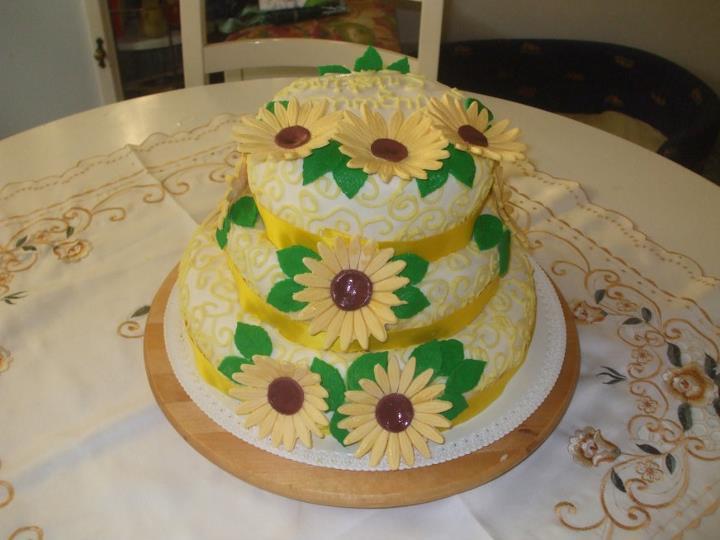 Sweety cake torta a tre piani con girasoli for Piani a tre piani