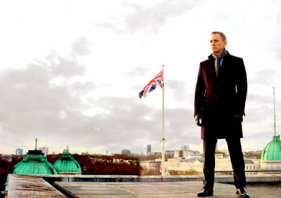 Daniel Craig as James Bond, on the roof, Skyfall (2012), Directed by Sam Mendes