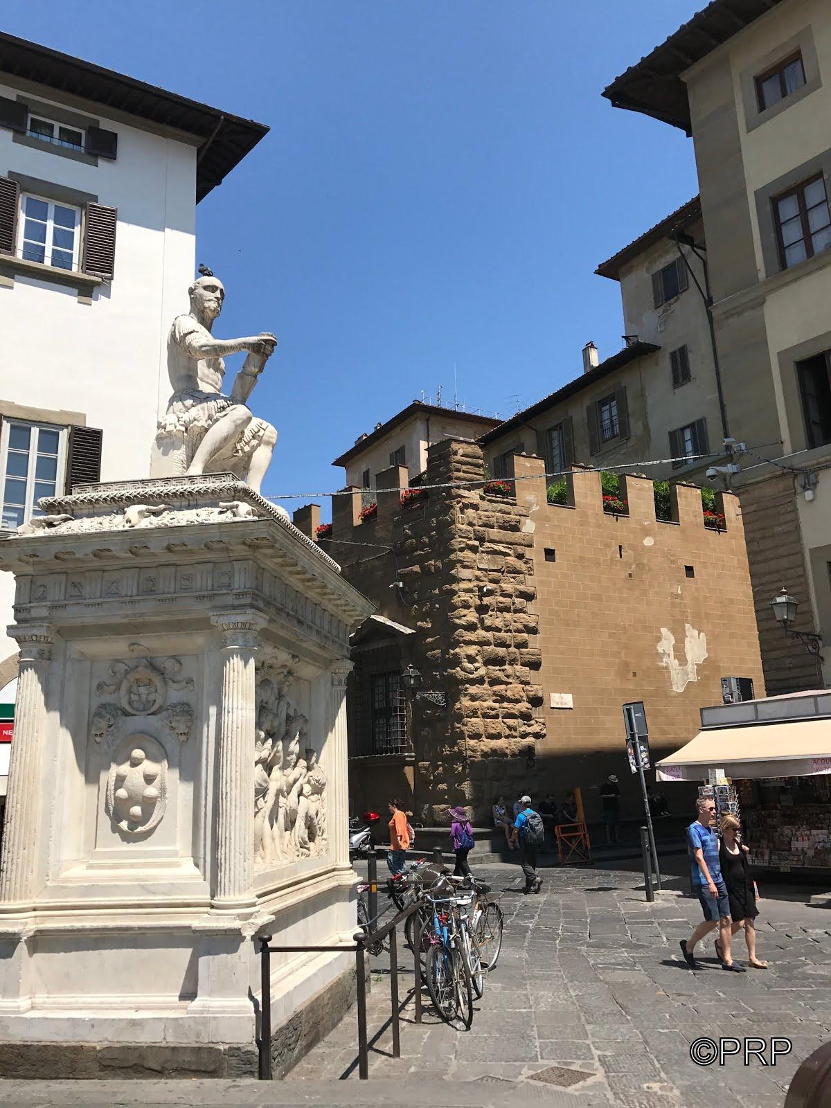 Palazzo Medici desde Plaza de San Lorenzo