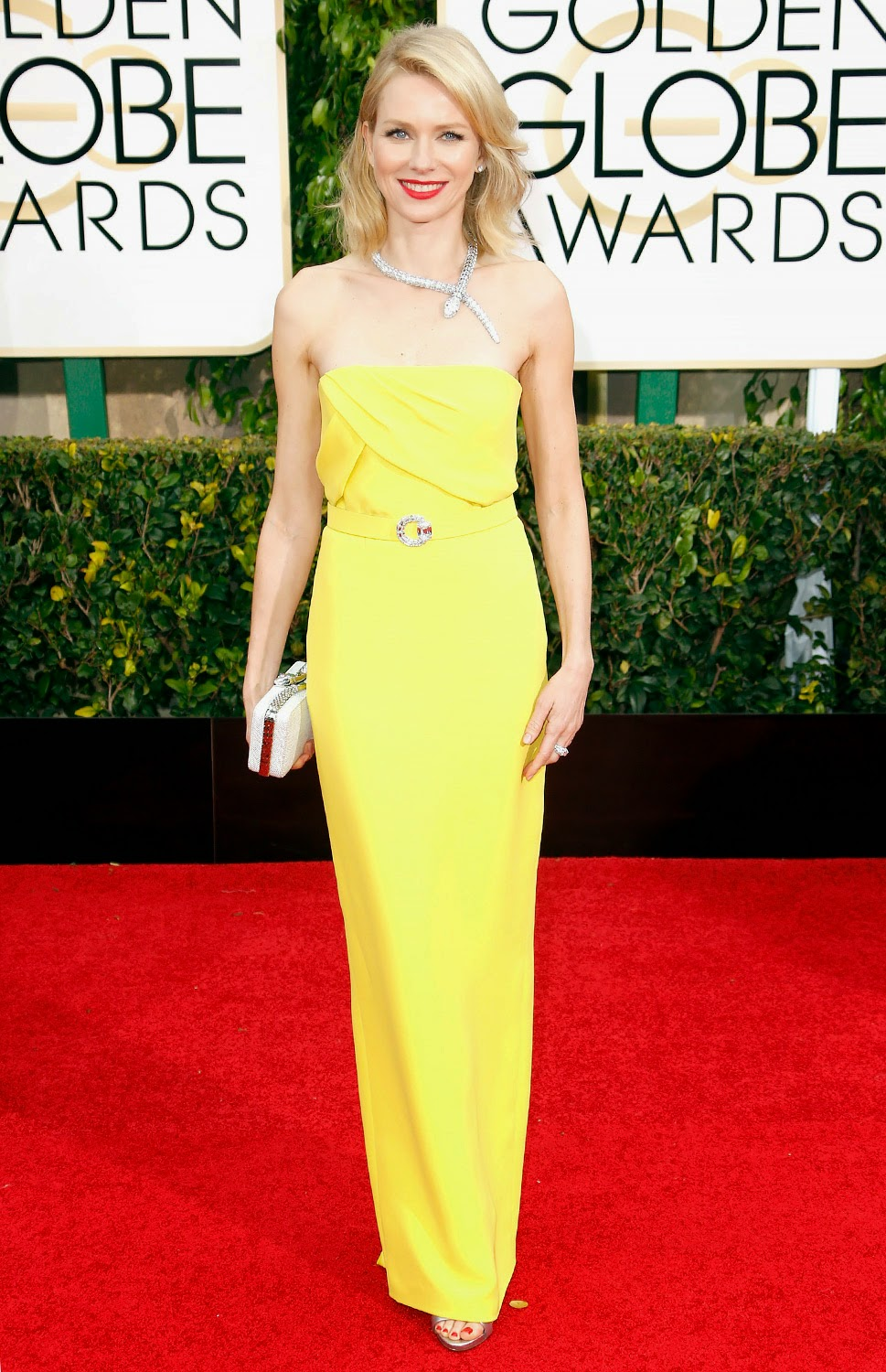 Naomi Watts sparkled in sunshine yellow Gucci gown at the 2015 Golden Globes
