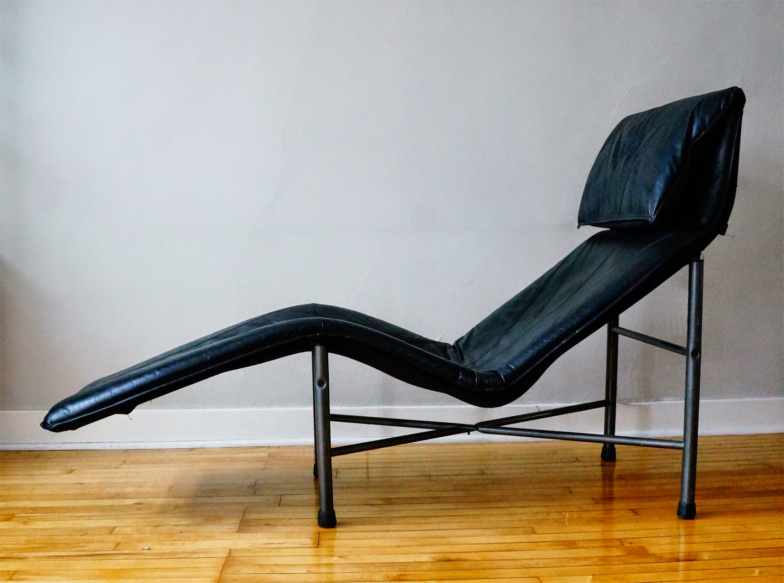 vintage leather chaise lounge - Chaise Vintage
