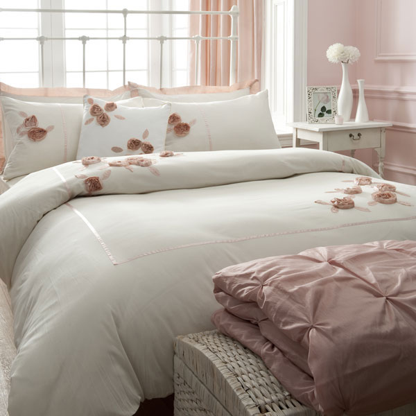 Home decor walls luxury modern bedding design 2011 collection - Look contemporary luxury bedding ...