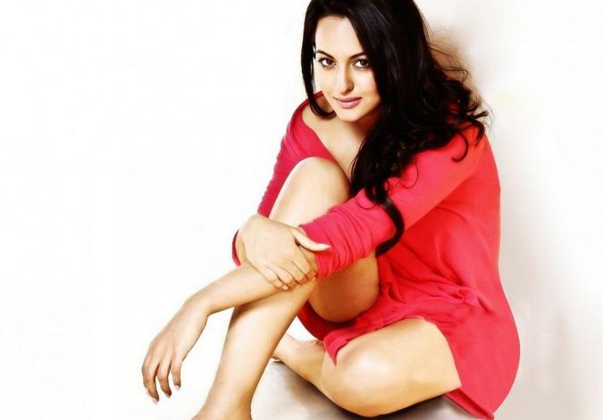 Sonakshi Sinha Wardrobe Malfunctio Pics