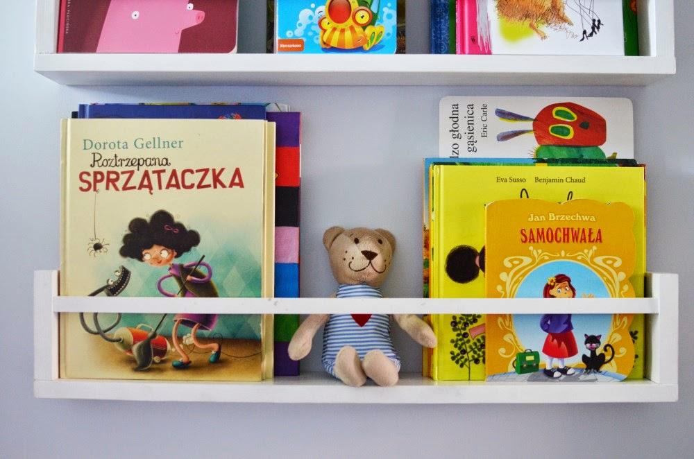 półki w pokoju dziecka