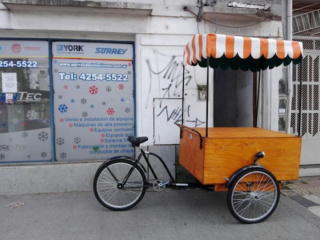 Triciclo estilo antiguo foodbike.