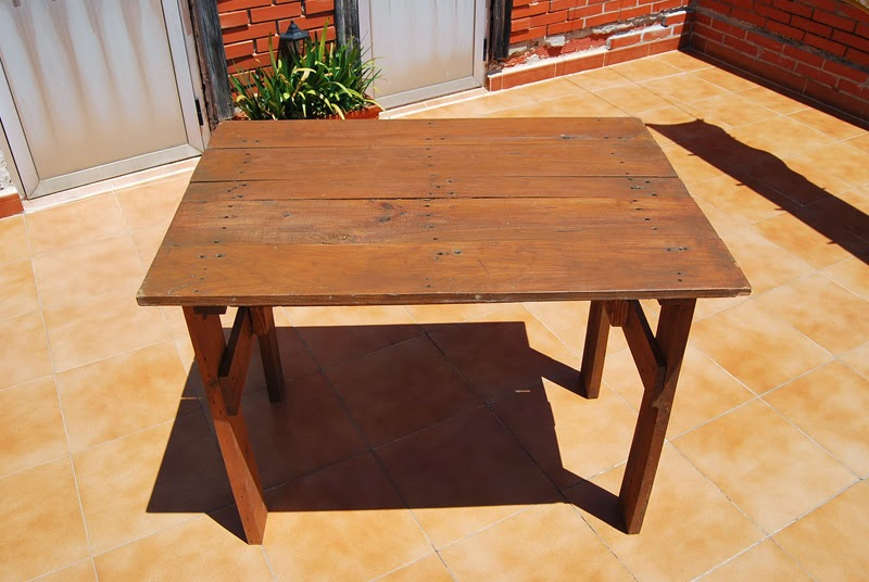 La taberna de la cuadrilla mesa de terraza hecha con palets - Como hacer una mesa con palets ...