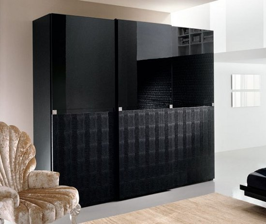 Large Wardrobe Bedroom with Sliding+Door Design