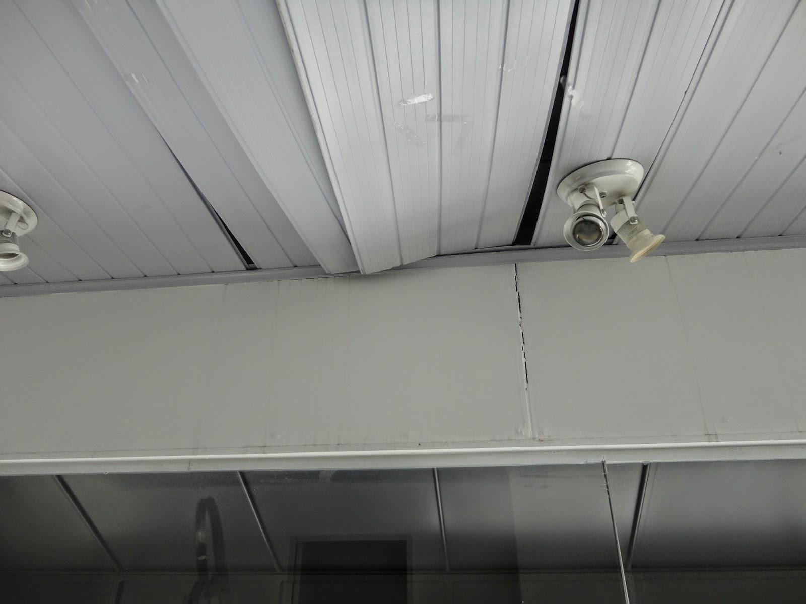Forro PVC mau instalado caindo