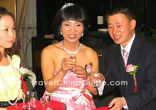 Wine is indispensable  to Chinese Wedding.