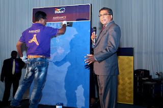Amal Dissanayake, Country Technical Lead, AkzoNobel Paints Lanka demonstrates the application of the Ambiance range.