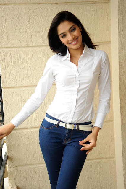 8n8km49k2193yp0xu5ut Telugu Actress Rithika Photo Gallery