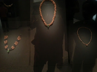Pretty designs of the golden necklaces
