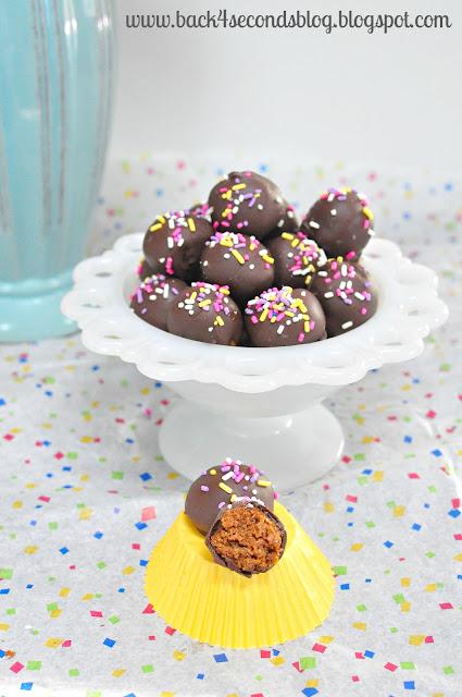 Skinny Caramel Truffles @Backforseconds http://backforseconds.com #skinny #caramel #truffles #nobake #easy #sprinkles