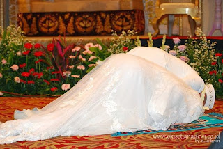 Oki Setiana Dewi dan Suami (foto okisetianadewi.co.id)