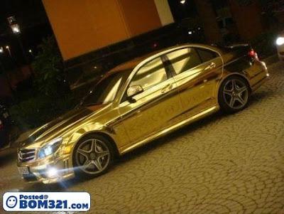 Kereta Mercedes Dari Emas Tulen