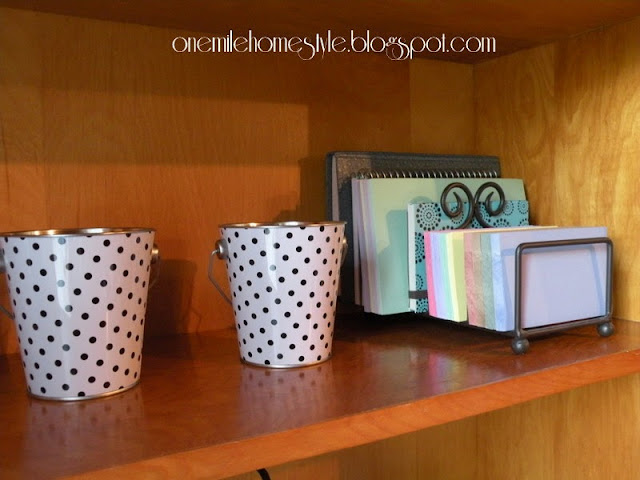 Polka dot buckets and paper organization