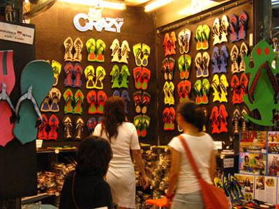 รองเท้าแตะ สีแสบ ดีไซน์เลิสล้ำ เปรี้ยวๆ กับ 'CRAZY CAT'