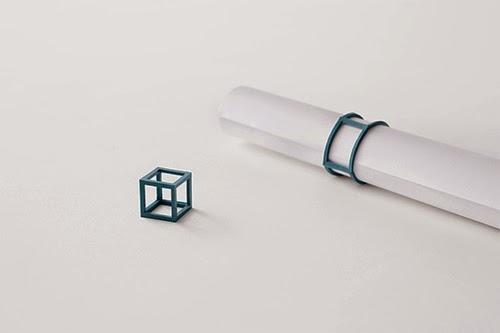 Nendoがデザインした輪ゴムを再定義したCubic Rubber Bands。NendoはプレゼンテーションやPRが非常に上手なデザイン会社。