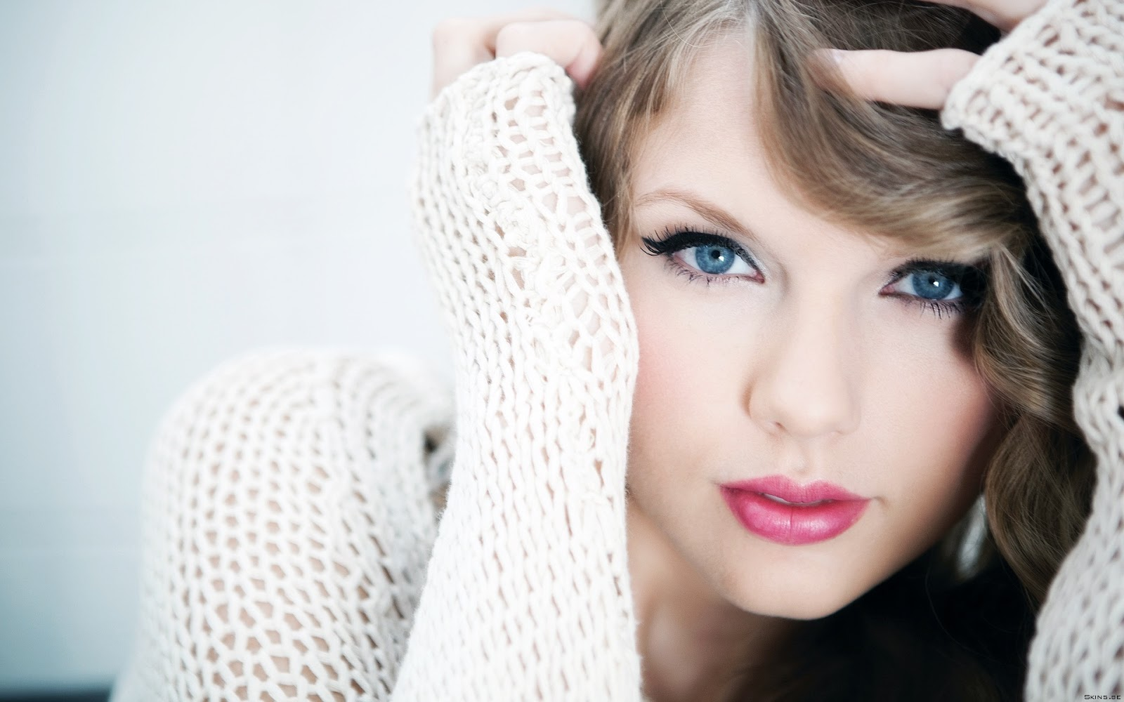http://1.bp.blogspot.com/-ObgDxOitpuk/UO3jLC5vfSI/AAAAAAAAx3g/MT71jWDpfjA/s1600/Face-Blue-Eyes-Taylor-Swift-Wallpapers-HD.jpg