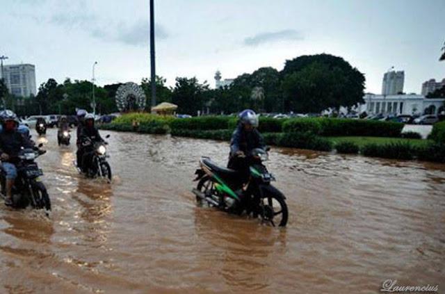 Gambar-Jakarta-Saat-Digenangi-Banjir-2013_4