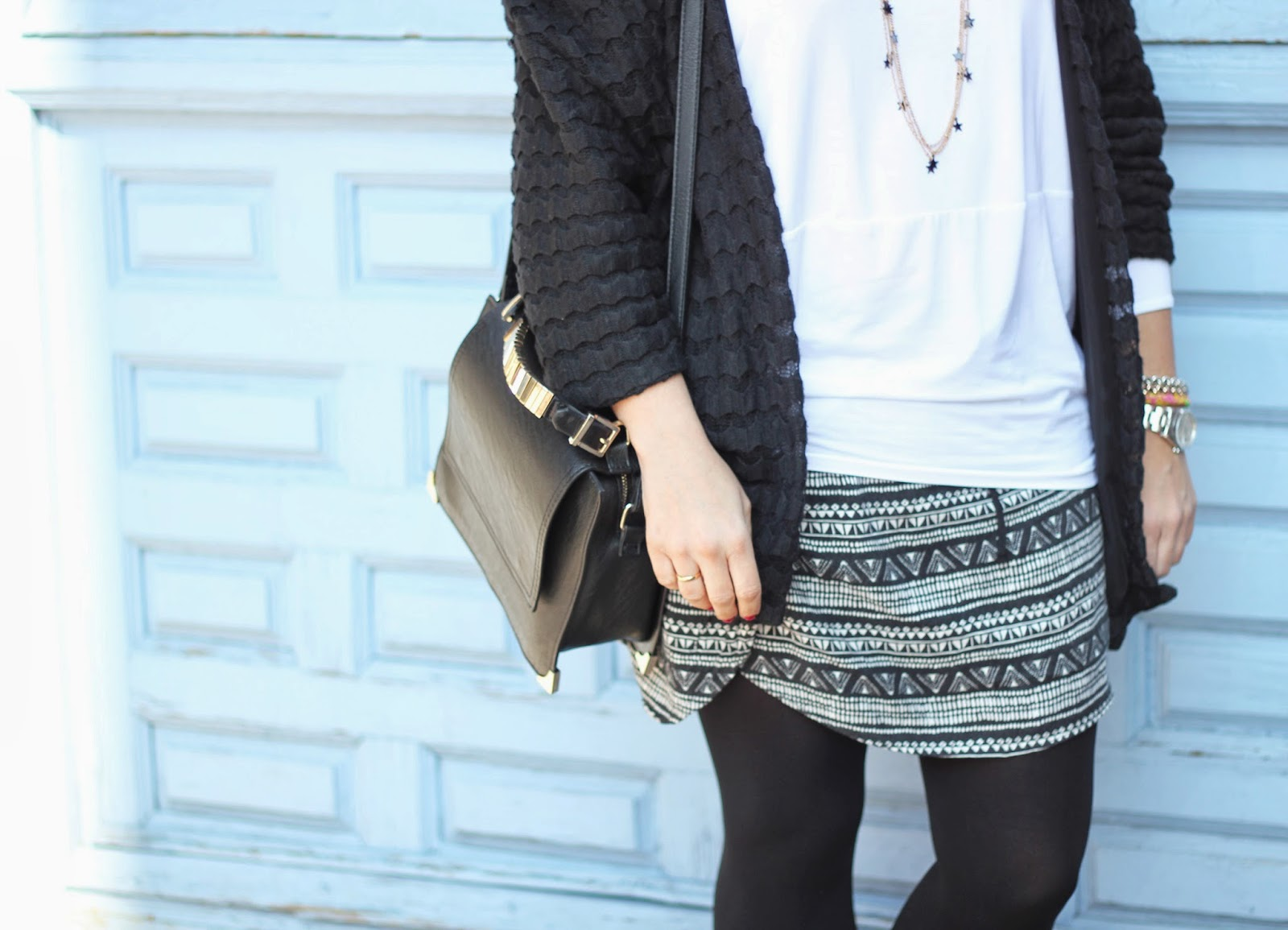 photo_look_street-style_black-kimono_ethnic-skirt