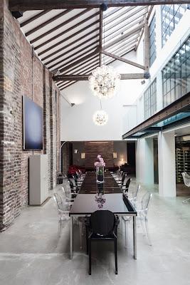 Comedor con techo a 3 alturas