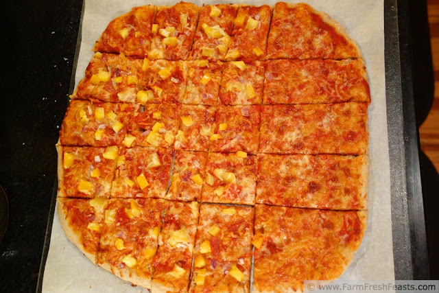 http://www.farmfreshfeasts.com/2013/04/sunset-pizza-mango-pepperoni-red-onion.html