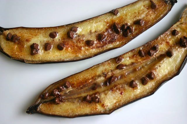 oven roasted bananas with cinnamon and chocolate 1 banana per