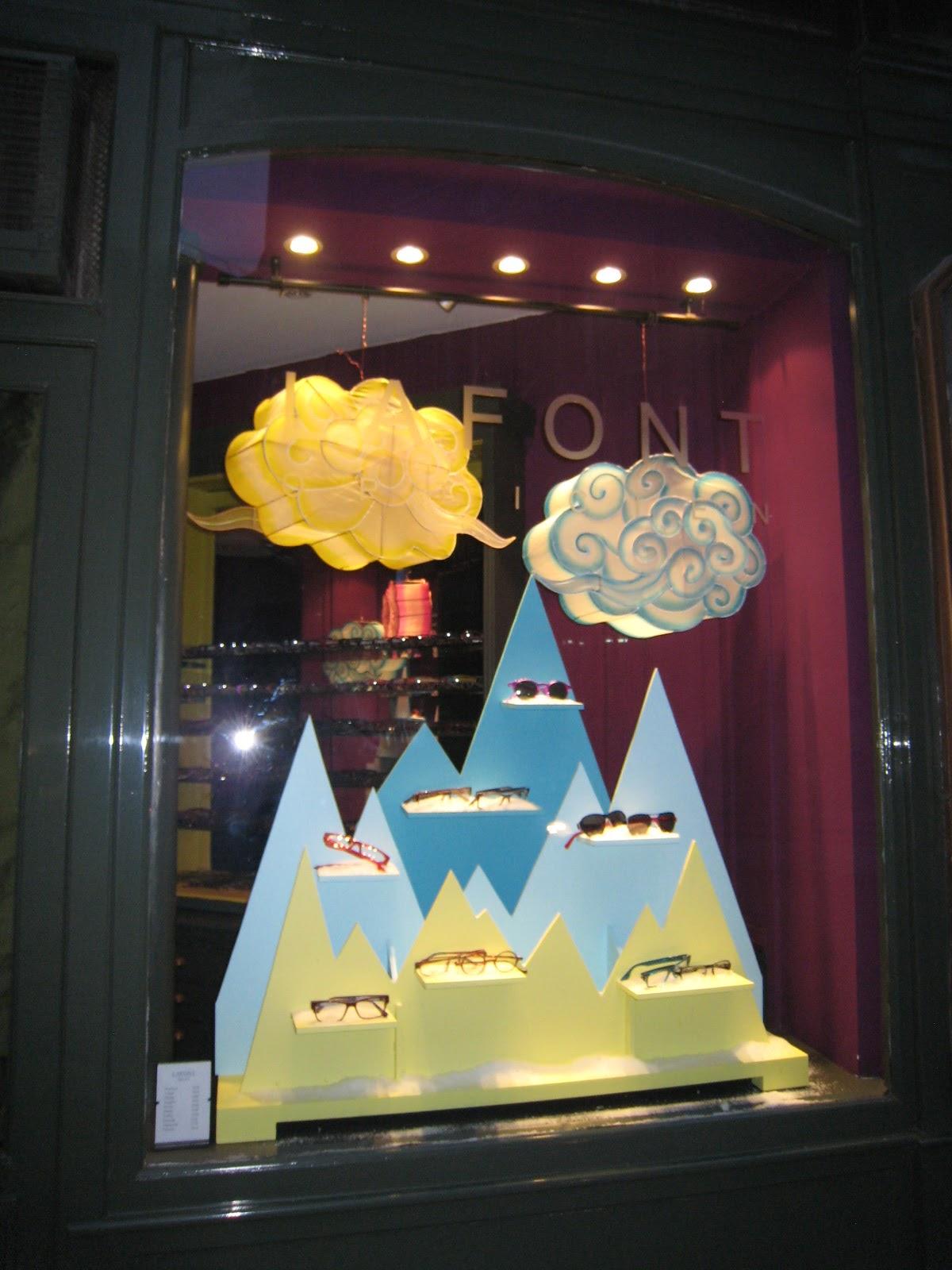 We love shops escaparate de primavera 2012 de una ptica - Ideas escaparates originales ...