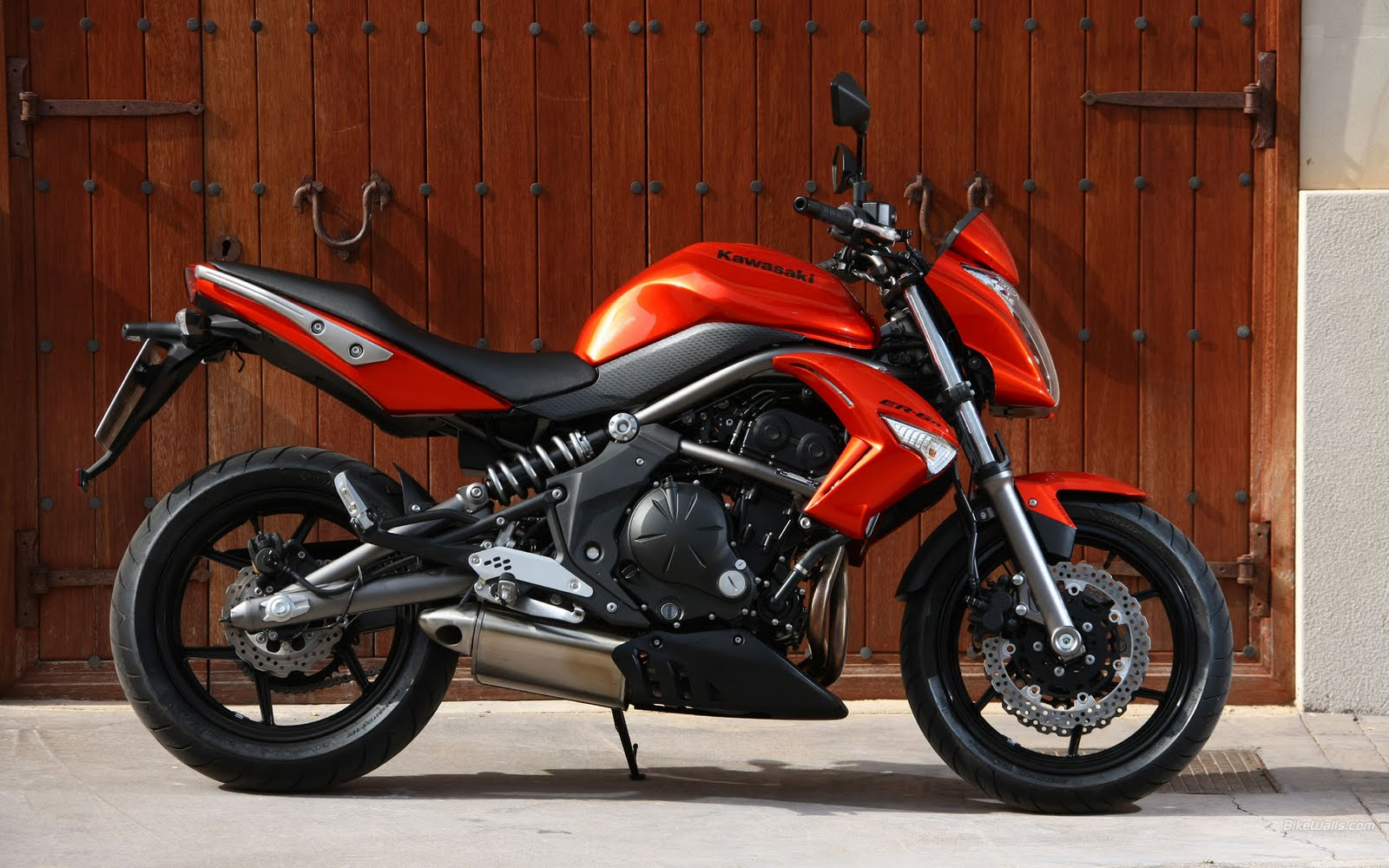 Kawasaki Releases New Supercharged Z H2 Naked Sportbike