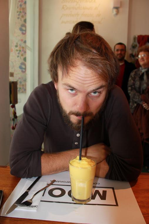Andreas på café