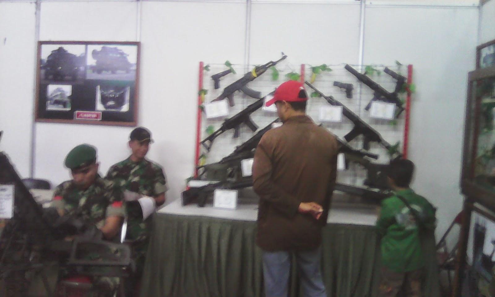 Stand militer di Pekan raya Magelang 2014