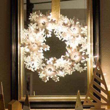 A snowflake wreath that GLOWS